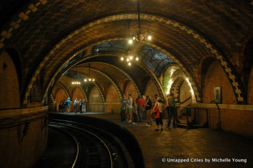 city-hall-subway-station-abandoned-decommissioned-ny-transit-museum-tour-untaped-cities-nyc-2-2
